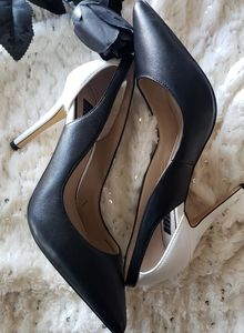 WHITE HOUSE BLACK MARKET CONTRAST CUTOUT HEELS